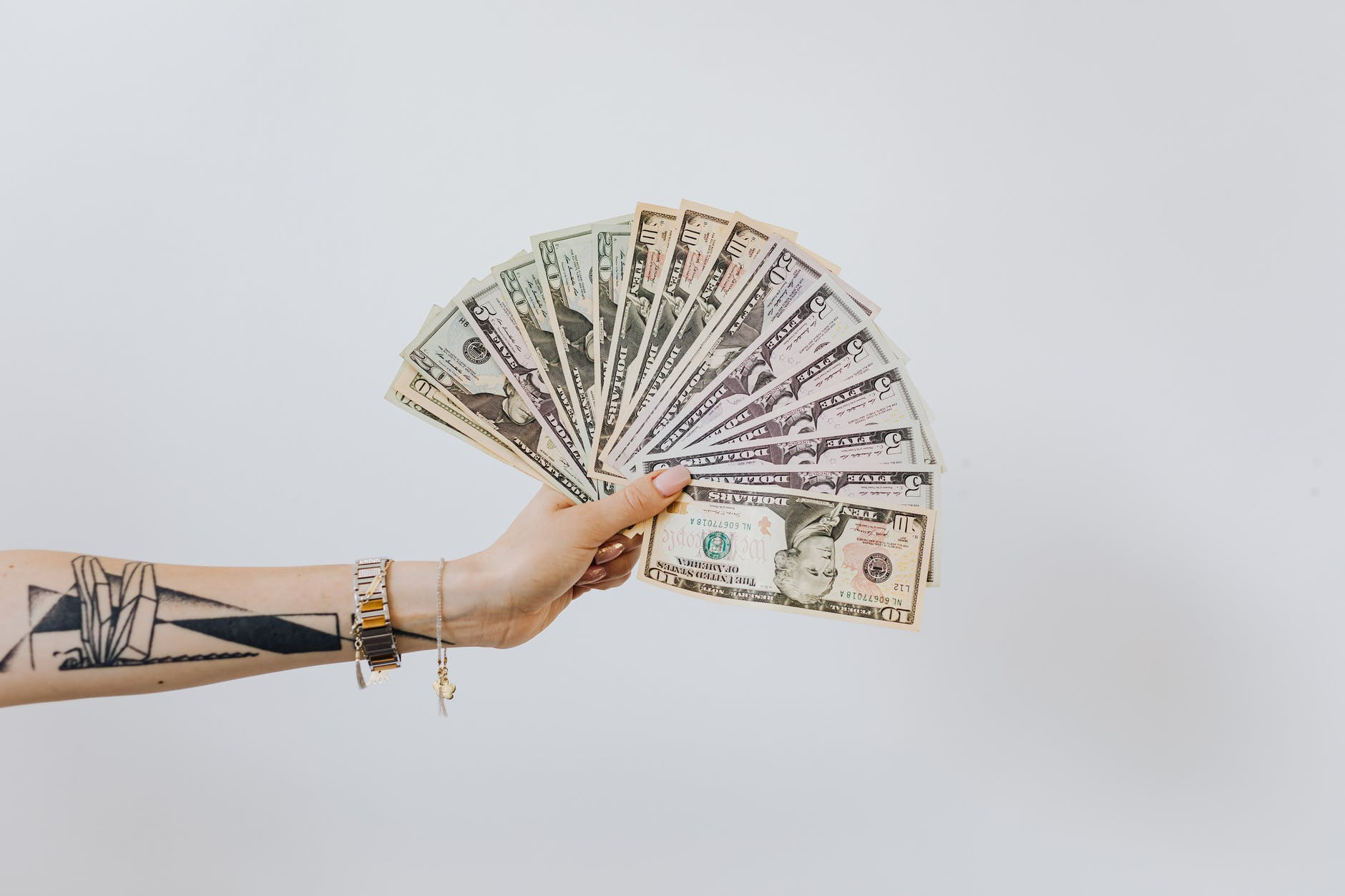 americké dolary v ruc