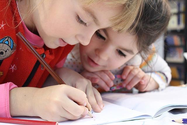 holčičky při psaní.jpg