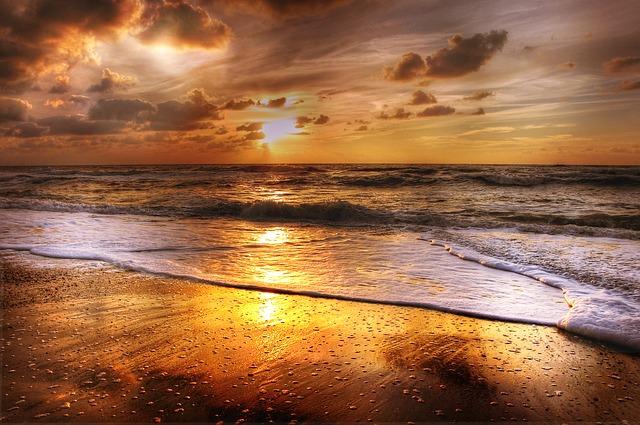západ slunce a pláž