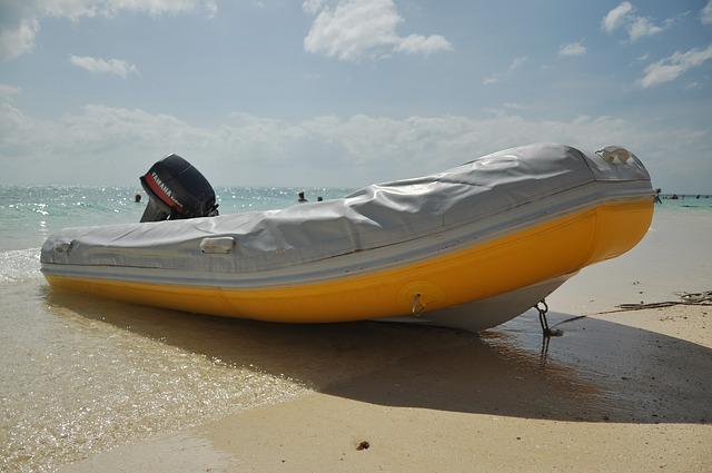 motorový člun