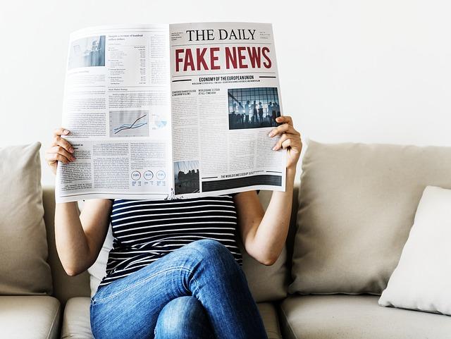 čtení novin