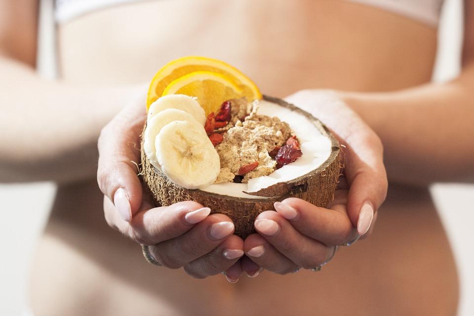kokos v dlaních